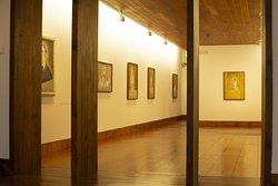 Ruhiger Ausstellungsraum im 1. Stock. Erklärungen auch in Englisch