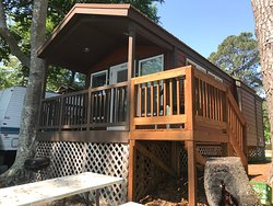 Deluxe waterfront cabin as front porch