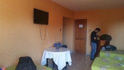 Es la habitación que nos dieron, algo pequeña pero estaba bien. El hotel es pequeño, pero Practico. Cerca de todo lugar.