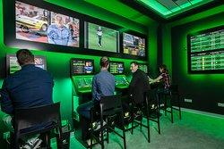 Bingo Gorrión dispone de zona exclusiva de apuestas con el operador Vive La Suerte. Esta nueva área tiene las mejores prestaciones posibles: pantallas de gran formato, paneles informativos, cuotas de mercado y partidos en directo.