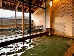 新館-彩心-◆大浴場◆まるで湯船全てが化粧水。美人の湯を心行くまでご堪能下さい。