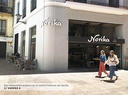 Por fin viernes! Ya disfrutando del finde? En Norika te esperamos duranto tooodo el día, para empezarlo con un buen desayuno o disfrutar de nuestra cocina en la mejor compañía. Nos vemos en C/ Sierpes! 🍻😋