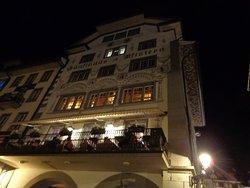 Fachada (voltada para o Rio Reuss) do Restaurante Zunfhausrestaurant Pfistern, típico suíço.