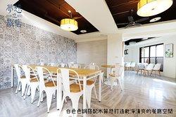 白色色調空間搭配木質感,整體視覺效果佳