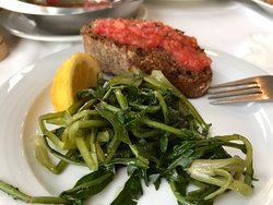 I går slo vi til på den Greske hummeren αστακός , smakte fortreffelig men litt lite mat. Skate vingene med hvitløk paste var nydelig. Alltid godt med ostekake og raki til dessert