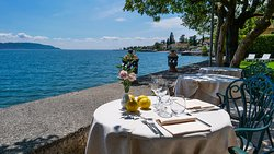 Lunch on the Lake Shore