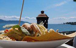 Frittura di mare con verdure.