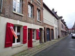 Galerie Entre tissu et papier,à côté des Maisons Satie