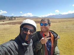 Con alegria y buen humor otro dia de diversion en la oficina; Gracias a todos y a seguir volando...✌#parapente #paragliding #cusco#peru