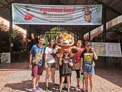 PaPa meet Tiger program at A Famosa Safari Wonderland in conjunction of Father's day. Happy Father's day all to all Papa !😘