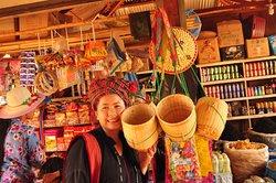 PaO market at Kakku