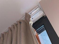 Ganchos de las cortinas descolgados. (Part.1)
