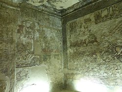 Tomb interior decorations