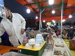 place jemaa el fna - escargots