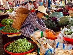 Tour of local markets and Yi villages offered by hotel