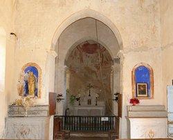 Eglise de Burnand : Le décor roman aprés restauration - Le choeur de l'église - La fresque sur le Christ et le jugement dernier