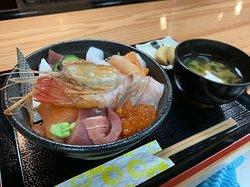 限定10食の海鮮丼ランチ! 毎日市場から届く新鮮な魚介類✨