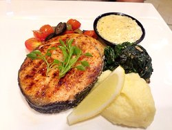 Grilled salmon with lemon cream sauce  / สเต็กแซลมอนราดครีมซอสเลมอน