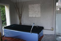 Table de massage de l'Espace Bien-Etre de la Villa Hanna - Gard - France