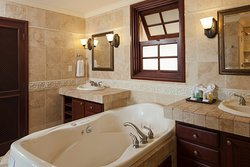 One Bedroom Deluxe Suite Bathroom, Residences in the Park