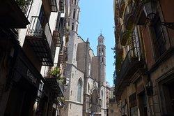 Basilica of Santa Maria del Mar walking towards Barri Gothic