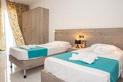 Two Bedroom Superior Apartment  Sleeping 1/2/3/4/5/6  (Main Bedroom)