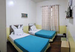 BANAUE ROOM-  2 Twin beds, Cable Tv, Private toilet (Hot and Cold Shower, Free WiFi, Fan Room