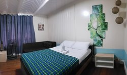WRIGHT PARK  ROOM- Queen Bed good for 2 guests, Cable TV, Free WiFi, Private toilet (Hot and Cold Shower) Fan Room