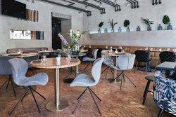 Дизайн ресторана придумывало агенство Megre Interiors.
