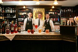 Bistrot de Venise è anche bar con ampia scelta di cocktails internazionali, vasta selezione di vini al bicchiere e stuzzichini