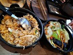Légumes sautés et riz sauté aux crevettes
