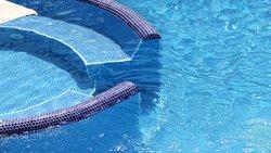 Jacuzzi en nuestra piscina