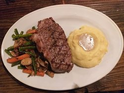 Sirloin with mashed potato and vegetables