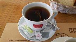飲み物は紅茶に