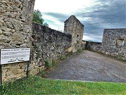 En 1651, Fénelon naquit dans ce château qui était à l'époque tel qu'il est aujourd'hui