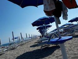 """Mare veramente da """"godere"""", spiaggia con personale al """"top"""", in acqua attenzione: a volte qualche medusa."""