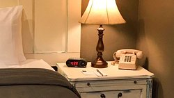 MH DodgePeakLodge BonnerFerry ID Guestroom QueenCabin