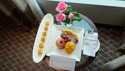 Welcome guest letter so kind, warm and friendly with delicous fruit and cake ^^