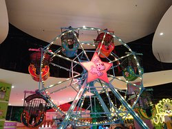 A linda Roda Gigante, logo na entrada...