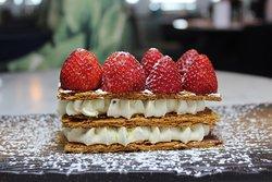 MILLEFEUILLE Mousseline à la vanille, fraises de notre région  7€