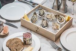 Les huîtres de Veules-les-Roses, échalotes au vinaigre, pain de seigle & beurre demi-sel