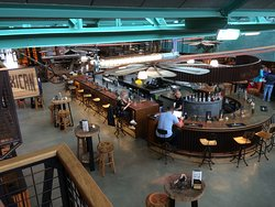 Baren där man hämtade ölen innan man satte sig och åt i Arnhem Foodhall.