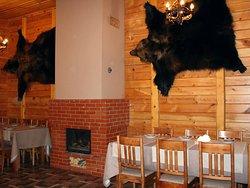 В кафе есть настоящий камин, который горит в прохладное время года.