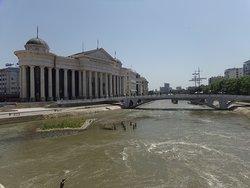 Pont de l'Art enjambant le Vardar à Skopje