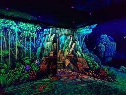 Glowing Rooms 3D Schwarzlicht Minigolf