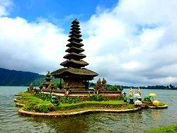 巴度尔湖水女神庙