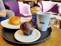 Pyszna kawa i jedzenie
