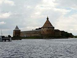 древняя русская крепость на Ореховом острове в истоке реки Невы, напротив города Шлиссельбург