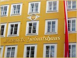 موزارت البطل القومي والأشهر في مدينة سالزبورج النمساويه