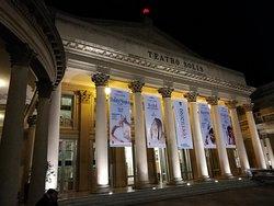 Teatro Solis frente sobre la calle Buenos Aires